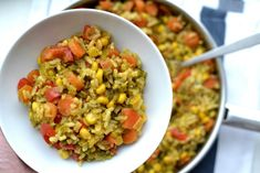 Ryż curry z warzywami Fried Rice, Guacamole, Vegetarian Recipes, Grains, Clean Eating, Food And Drink, Vegetables, Cooking, Ethnic Recipes