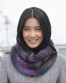Follow this free knit pattern to create a cowl using Bernat Mosaic yarn.