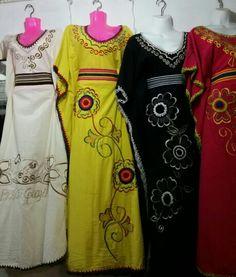 Mantas - Vestidos Wayuu. Llamanos o escribenos al +573012412266 estamos ubicados en Riohacha (La Guajira) - Colombia, capital mundial del tejido wayuu. Maxi Dresses, Wedding Dresses, Sari, Folklore, Columbia, 1, Inspiration, Clothes, Deco