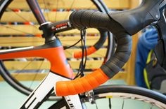 Cube now has it's own duo-tone bartape, as shown on this Cube Agree GTC Pro we spotted at Eurobike this year  |  More about Cube at Racefietsblog.nl