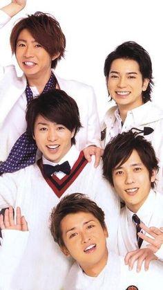 ARASHI are all adorable! All of their faces make me smile. Especially Ohchan