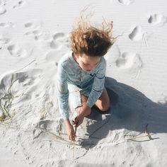 Everywhere we go Ro finds a way to create whether it's drawing in the dirt with a stick weaving with beach grass or piling rocks into a sculpture. She leaves her gentle mark on each place  #minimalistfun // with thanks to @littleheirloom for her dress by hippieindisguise
