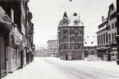 Ancienne douane Vers 1930. Cet immeuble a été détruit en 1944 et n'a jamais été reconstruit, laissant un vide à la place.