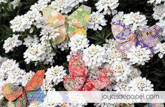 Broches mariposa realizado por JOYAS DE PAPEL. Tratado para resistir agua y golpes. Varios colores a elegir en www.joyasdepapel.com