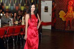 v baru Crazy Bar. Model One, One Shoulder, Formal Dresses, Bar, Fashion, Dresses For Formal, Moda, Formal Gowns, Fashion Styles