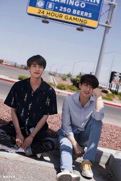 Naver x Dispatch has released new, summery photos from BTS's trip to Las Vegas. when BTS traveled to Las Vegas for the 2019 Billboard Music Awards. Vlive Bts, Jungkook And Jin, Bts Bangtan Boy, Bts Boys, Jungkook Fanart, Foto Bts, Bts Photo, Jung Hoseok, Seokjin