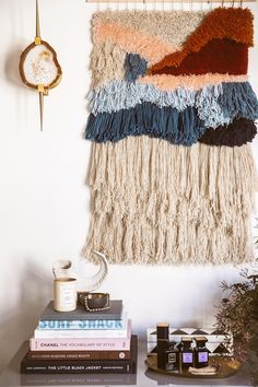 Best Free Latch Hook diy Concepts Latch hook is actually an exciting, easy build. Best Free Latch Hook diy Concepts Latch hook is actually an exciting, easy build that allows you to Wall Hanging Plants Indoor, Felt Wall Hanging, Weaving Wall Hanging, Large Macrame Wall Hanging, Diy Hanging, Wall Hangings, Hanging Fabric, Free Macrame Patterns, Wall Patterns