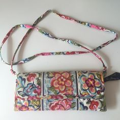 """Vera Bradley """"Hope Garden"""" wallet on a string Love this special breast cancer print from Vera. Good used condition. Was carried by my mom - a BC survivor ❤️. String detaches. Can be worn cross body. Vera Bradley Bags Clutches & Wristlets"""