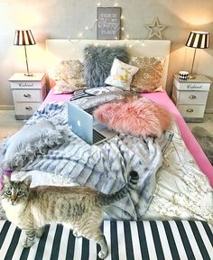 Attractive Bedroom Ideas - Refreshing to comfortable decor styling tactic and inspirations. For other deligthful comfy bedroom decor cozy beds examples , please visit the link to peruse the post idea 1287289450 this instant Dream Rooms, Dream Bedroom, Home Bedroom, Girls Bedroom, Bedroom Decor, Bedroom Ideas, Bedrooms, Funky Home Decor, Cool Rooms