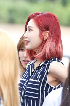 Hair color red velvet outfit Ideas for 2019 Kpop Hair Color, Red Hair Color, Color Red, Red Velvet Joy, Velvet Hair, Velvet Color, Hairstyles With Bangs, Cool Hairstyles, Grunge Hair