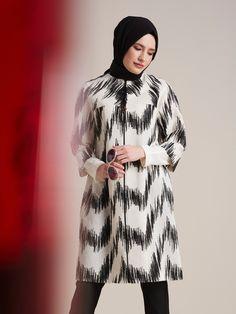 Soyut çizgilerle kusursuz uyum... #Kayra #ceket Shop now > http://www.kayra.com.tr/p/11335/cizgi-desenli-ceket-siyah-b7-13009