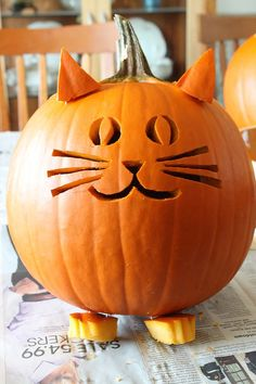 Jack-O-Halloween is one of the most festive and intriguing part of the entire season. Here is a list of easy to carve Halloween pumpkin for 2016 Halloween. Chat Halloween, Halloween Tags, Holidays Halloween, Halloween Crafts, Halloween 2018, Halloween Prop, Halloween Witches, Halloween Quotes, Cat Halloween Makeup