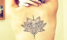frauen-tattoos-für-rücken