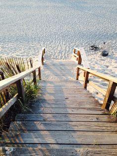 runter zum strand down to the beach - Sealife Surfing Lifestyle, Luxury Lifestyle, Long Island Ny, Beach Cottages, Beach Bum, Beach Trip, Belle Photo, Seaside, Nantucket Beach