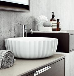 Have Bathroom clutter? - check these instructions on how to declutter Bathroom in 15 minutes or so. These Bathroom organization ideas will help you tidy up. Decoration Inspiration, Bathroom Inspiration, Interior Inspiration, Bathroom Toilets, Laundry In Bathroom, Budget Bathroom, Bathroom Interior, Modern Bathroom, Bathroom Grey