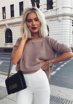 Just for you Light brown backless sweater - Frisuren - Haarfarben Casual Chic Outfits, Fall Outfits, Look Fashion, Autumn Fashion, Fashion Outfits, Fashion Pics, Korean Fashion, Laura Jade Stone, Backless Sweater