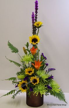 Selecting The Flower Arrangement For Church Weddings – Bridezilla Flowers Contemporary Flower Arrangements, Tropical Flower Arrangements, Funeral Flower Arrangements, Altar Flowers, Church Flowers, Funeral Flowers, Flowers Garden, Arrangements Funéraires, Arreglos Ikebana