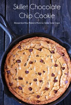 All of the goodness of a classic skillet chocolate chip cookie recipe, from the new Picky Palate Cookbook by Jenny Flake! Recettes de cuisine Gâteaux et desserts Cuisine et boissons Cookies et biscuits Cooking recipes Dessert recipes Cookie cake Iron Skillet Recipes, Cast Iron Recipes, Cast Iron Skillet Cookie, Skillet Chocolate Chip Cookie, Chocolate Chip Cookies, Flake Chocolate, Skillet Brownie, Chocolate Chip Recipes, Just Desserts