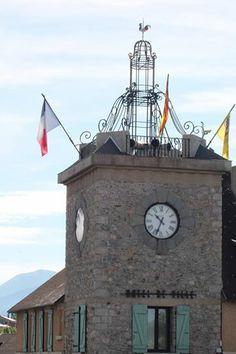 Cadran Bodet sur la façade de l'hôtel de ville de Font-Romeu (66).