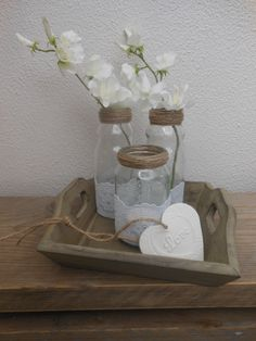 Hergebruik! Lege flesjes(appelsap) en een Olvarit potje bewerkt met kant en touw.Op een dienblaadje,maak daarbij een hart van zelfdrogende klei en je hebt een lief tafereeltje voor jezelf of als cadeau..