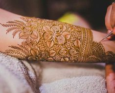 We have many mehndi designs but our demand always bring new mehndi designs for us. Let's Talk About How To Search For Best Mehndi Artist In Delhi. Henna Art Designs, Indian Mehndi Designs, Modern Mehndi Designs, Mehndi Design Photos, Wedding Mehndi Designs, Beautiful Mehndi Design, Mehndi Designs For Hands, Mehndi Images, Mehendi