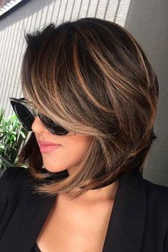 Cabelo Brown Balayage Bob, Short Brown Hair With Blonde Highlights, Bang Highlights, Brown Hair Bobs, Short Hair With Balayage, Brunette Bob With Bangs, Short Hair Ombre Brown, Bayalage Bob, Brown Hair Short Bob