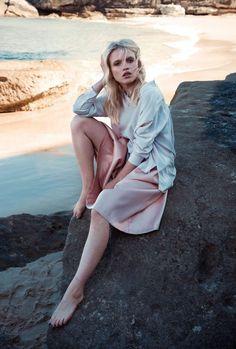 Anja Konstantinova by Emily Abay…  #anjakonstantinova #fashioneditorial #beach