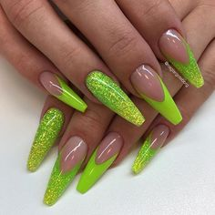 Therese nya semesternaglar egenblandad färg och glitter! Allt från underbara #lillynails @lillynailsab !!!