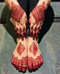 Henna is the most traditional part of weddings throughout India. Let us go through the best henna designs for your hands and feet! Dulhan Mehndi Designs, Mehandi Designs, Mehndi Designs Feet, Latest Bridal Mehndi Designs, Stylish Mehndi Designs, Mehndi Designs 2018, Mehndi Designs For Girls, Wedding Mehndi Designs, Beautiful Mehndi Design
