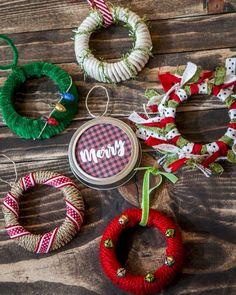 Simple and Festive Mason Jar Ornaments in 20 Minutes or Less - christmas dekoration Jar Lid Crafts, Mason Jar Crafts, Mason Jar Lids, Canning Jar Lids, Christmas Mason Jars, Diy Christmas Ornaments, Ornaments Ideas, Christmas Island, Christmas Gifts