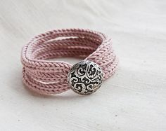 French knitted - tripple bracelet with button - dusty pink - iron button
