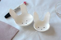 diy bunny bowls for Easter -using air dry clay - http://aliceandlois.com/bunny-clay-bowls/#more-1425