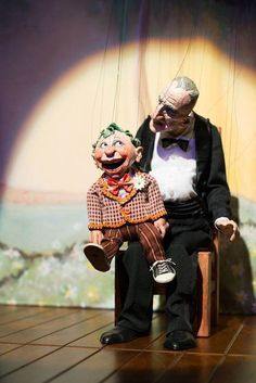 Ventriloquist Meyer Lemon and Little Woody Linden. Marionettes from The Little Daisy Theatre and the remarkably talented Ronnie Burkett.You have to love the illusion of puppets having puppets. Glove Puppets, Shadow Puppets, Finger Puppets, Ventriloquist Puppets, Master Of Puppets, Creeped Out, Marionette Puppet, Puppet Show, Puppet Making