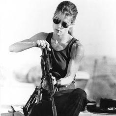 Terminator Linda Hamilton, The Blues Brothers, Badass Women, Poses, Role Models, Actors & Actresses, Movie Tv, Movie Scene, 90s Movies
