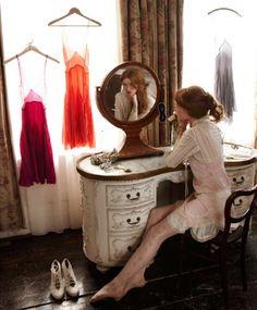 Dishfunctional Designs: You're So Vain! Vintage Vanities & Dressing Tables