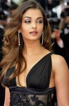 What do you think about stunning face of Aishwarya Rai? Some people seriously believe she belongs to SD's family. What is your judgment for her? Top 10 Beautiful Women, Beautiful Girl Indian, Beautiful Girl Image, Most Beautiful Indian Actress, Actress Aishwarya Rai, Bollywood Actress Hot, Beautiful Bollywood Actress, Beautiful Actresses, Bollywood Hairstyles