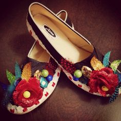 #carnaval #barranquilla #fashion #moda #zapatos #ingriduque Chanel Ballet Flats, Sunglasses Case, Projects To Try, Tropical, Sandals, Shoes, Fashion Moda, Wordpress, Crafts