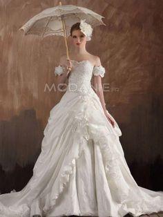 Col en coeur bretelle à épaule perles fleurs robe de mariée en taffetas