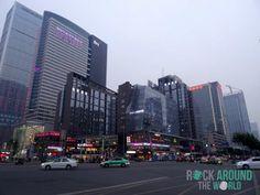 Die Hauptstadt Chengdu in der Provinz Sichuan am Abend