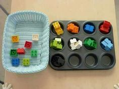 Sorting colors with legos Infant Activities, Educational Activities, Learning Activities, Activities For Kids, Montessori Trays, Montessori Preschool, Maria Montessori, Sorting Colors, Montessori Practical Life