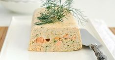Recette de Pain aux deux saumons aux fines herbes. Facile et rapide à réaliser, goûteuse et diététique. Ingrédients, préparation et recettes associées.