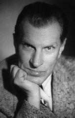 Arkady Fiedler ( 1894-1985 ) Był pisarzem i podróżnikiem. Studiował na Uniwersytecie Jagiellońskim. W latach 1940-1941 dokumentował życie polskich lotników. Najbardziej znane dzieła: ,, Dywizjon 303 '' , ,, Dziękuję ci, kapitanie '' , ,, Mój ojciec i dęby'' oraz ,, Ryby śpiewają w Ukajali''.