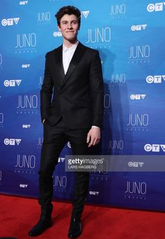 He looks so HOTTT🔥😍🔥😍🔥 Shawn Mendes Photos Photos - Shawn Mendes arrives on the red carpet before the JUNO awards at the Canadian Tire Centre in Ottawa, Ontario, on April / AFP PHOTO / Lars Hagberg - 2017 Juno Awards Broadcast - Arrivals Shawn Mendes Wallpaper, Cameron Dallas, Camila Morrone, Mendes Army, Magcon, Look Alike, Future Husband, Beautiful Men, Beautiful People