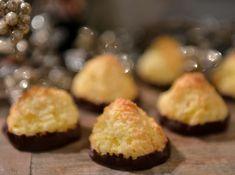 Kjempegod oppskrift på kokosmakroner - Franciskas Vakre Verden Christmas Baking, Christmas Cookies, Norwegian Cuisine, Sweet Life, Cake Cookies, Cheesecake, Deserts, Muffin, Goodies