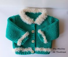 Gilet enfant 2 ans fait main en acrylique de couleur vert et col en polyamide effet fourure Hand Knitted Sweaters, Blue Sweaters, Pull Bebe, Knit Vest, Acrylic Wool, Pulls, Hand Knitting, Fancy, Jackets