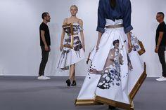 화려한 패션쇼 무대의 안과 밖 : 화보 : 포토 : 한겨레