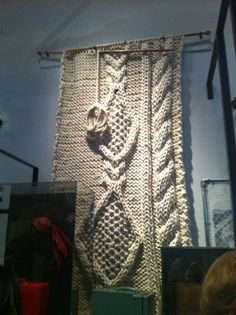 giant knitting by Christien Meindertsma at V's power of making exhibition in 2011 Diy Crochet Wall Hanging, Wool Wall Hanging, Crochet Wall Hangings, Knitting Room, Giant Knitting, Cable Knitting, Knitting Projects, Crochet Projects, Knitting Patterns