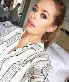 Tanya Burrs makeup is beautiful!