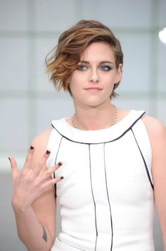 Kristen Stewart at Chanel Haute Couture Spring Summer 2015 Show in Paris (I think she's soo cool and her hair looks gorgeous)