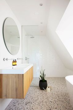 Bathroom Plans, Bathroom Renos, White Bathroom, Bathroom Renovations, Small Bathroom, Grey Bathrooms Designs, Bathroom Interior Design, Bad Inspiration, Bathroom Inspiration